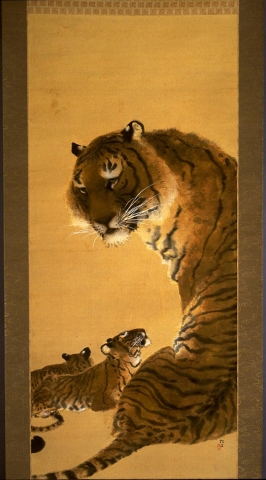 Two cubs lay beneath their mother, whose back is to the viewer, yet curves her head around to face outwards. Her eyes are golden, and look out towards the viewer. One cub looks up at its mother with closed eyes. The mother's white whiskers stand out against the otherwise warm, golden tones of the painting.